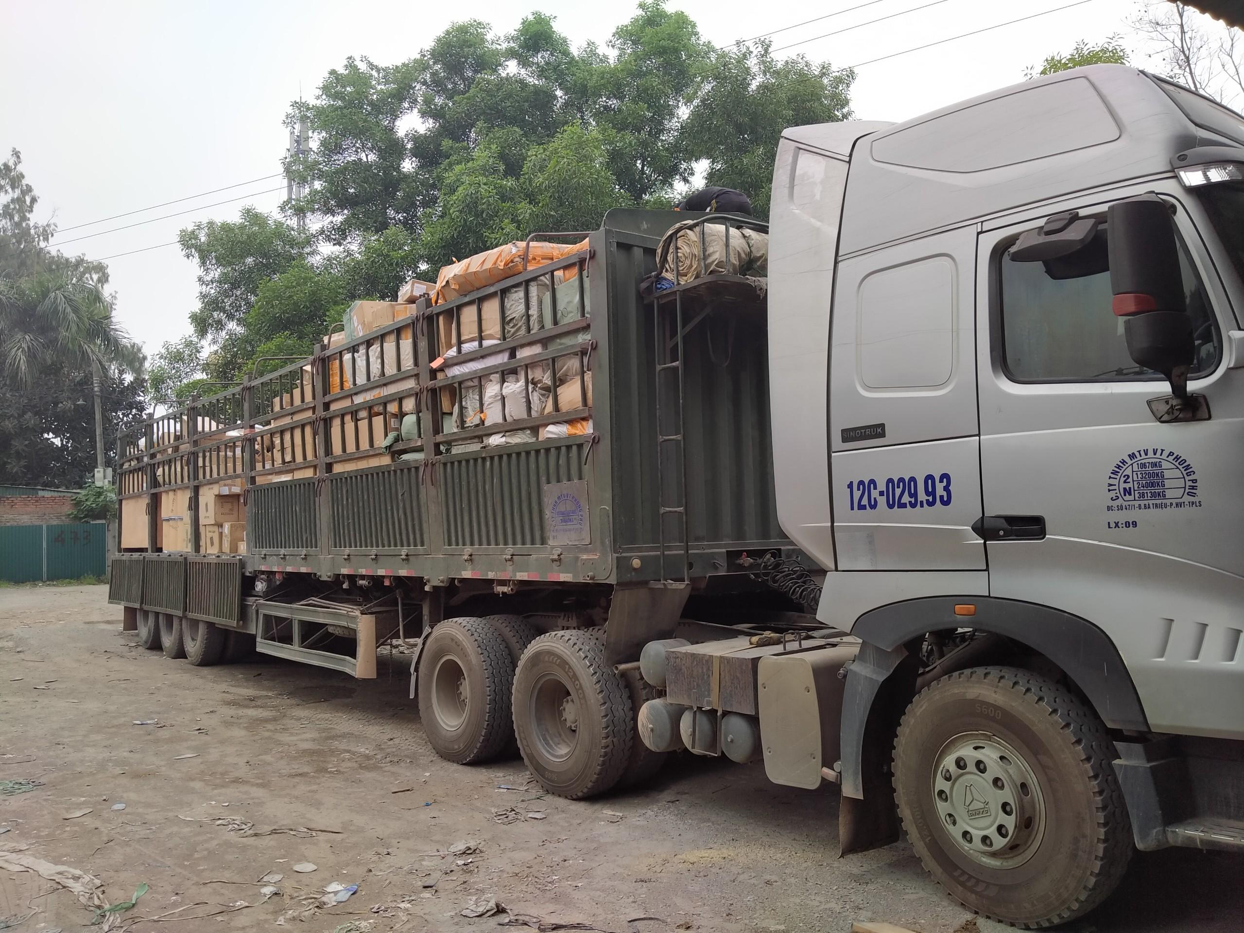Xe Hàng Về Kho Tại Việt Nam