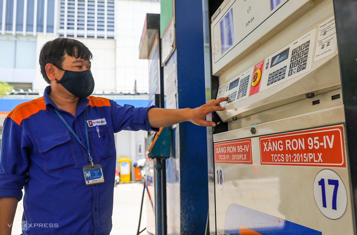 2311 Biến động giá xăng dầu