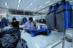 Xuất khẩu máy vi tính, dệt may tăng hàng trăm triệu USD trong nửa cuối tháng 11